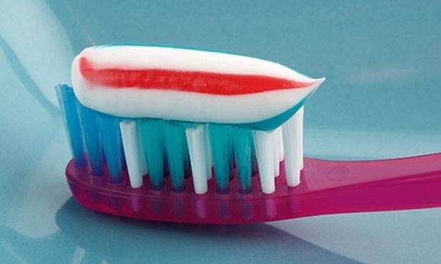 Λερώθηκα με οδοντόκρεμα! Πώς φεύγει ο λεκές;