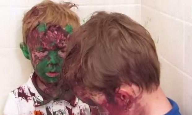 Η απίστευτη αντίδραση ενός μπαμπάς όταν αντικρίζει τα παιδιά του βαμμένα με μπογιές! (βίντεο)