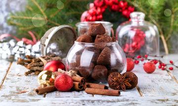 Συνταγή για λαχταριστά χριστουγεννιάτικα σοκολατένια τρουφάκια με 2 υλικά!