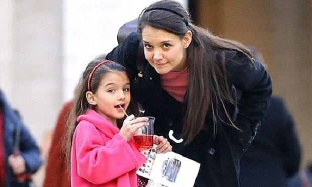 Δείτε τι ζήτησε η Σούρι Κρουζ για τα Χριστούγεννα και άφησε τη μαμά της, με ανοιχτό στόμα!