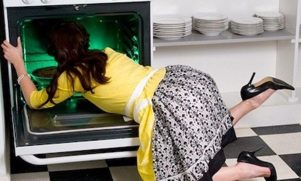 Το χρησιμοποιούμε καθημερινά και εξαφανίζει τα λίπη από το φούρνο!