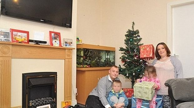 Άνεργοι ξόδεψαν 1.500 λίρες για τα χριστουγεννιάτικα δώρα των παιδιών τους!