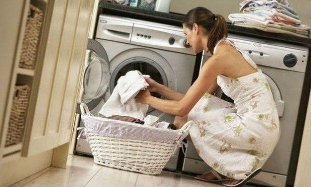 Αυτό είναι το κόλπο για να γίνουν μαλακά τα ρούχα σας μετά το πλύσιμο!
