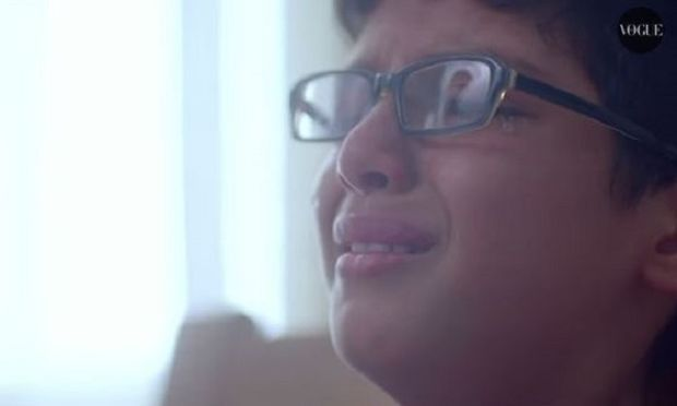 Αφήστε τους γιους σας να κλάψουν! Δείτε το βίντεο και θα καταλάβετε!