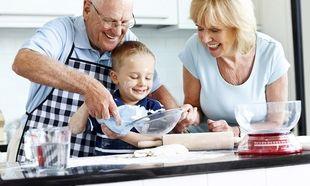 Έξι πράγματα που κάνουν τις γιαγιάδες και τους παππούδες καλύτερους από τους γονείς!