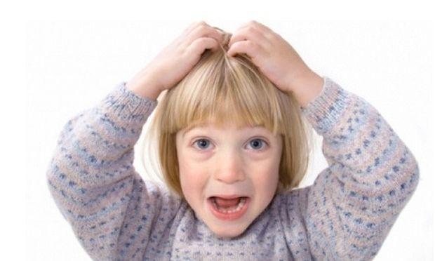 Το παιδί μου έχει ψείρες! Πώς θα τις αντιμετωπίσω χωρίς να κόψει τα μαλλιά του;