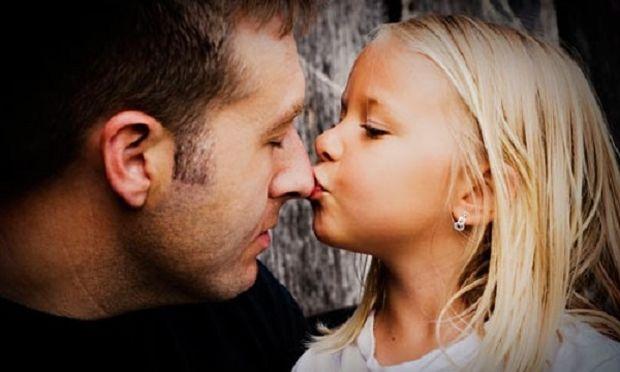 Πέντε πράγματα που ένας μπαμπάς κάνει καλύτερα!