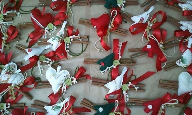Φτιάξτο μόνη σου: Χριστουγεννιάτικα γούρια με κανέλες!