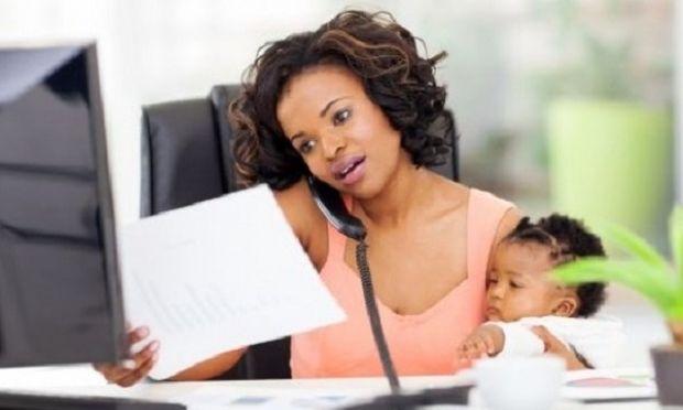 Αντιμετωπίζονται οι μαμάδες όπως τους αξίζει στο χώρο εργασίας τους;