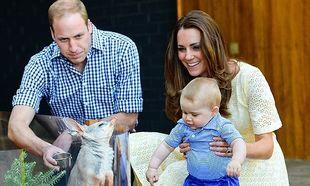 Οι νέες φωτογραφίες του μικρού πρίγκιπα Τζορτζ κάνουν το γύρο του κόσμου και κλέβουν τις εντυπώσεις! Δείτε τις!