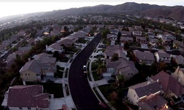 Αυτή η γειτονιά, είναι η γειτονιά των Χριστουγέννων. Δείτε γιατί! (βίντεο)