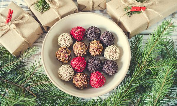 Συνταγή για τα πιο νόστιμα σοκολατένια χριστουγεννιάτικα τρουφάκια με 4 μόνο υλικά