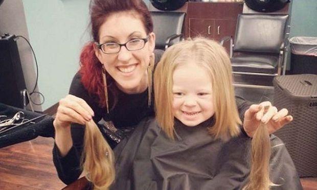 Αυτή είναι η 3χρονη που με μία  κίνηση αγάπης μας έκανε όλον τον κόσμο να δακρύσει (εικόνες)