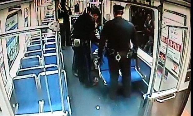 Απίστευτο! Γέννησε σε βαγόνι τρένου με τη βοήθεια δύο αστυνομικών! (εικόνες)