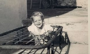 Το αγοράκι μεγάλωσε κι έγινε ένας από τους πιο γνωστούς ανθρώπους της τηλεόρασης!