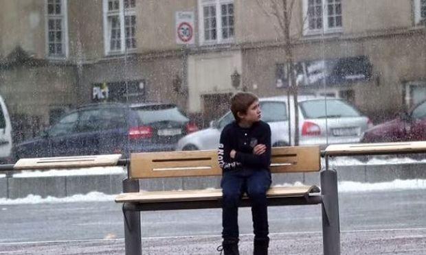 Εσείς θα δίνατε το μπουφάν σας, σε ένα παιδί που θα το είχε ανάγκη;(βίντεο)