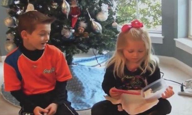 Μια μαμά έδωσε στα παιδιά της ένα άσχημο δώρο. Δείτε την αντίδρασή τους!