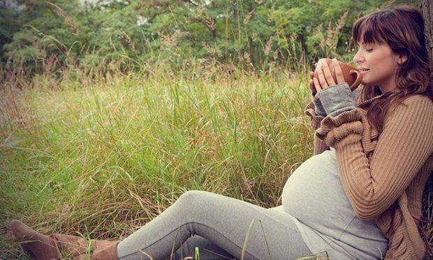Καφεΐνη και εγκυμοσύνη: Όλα όσα πρέπει να γνωρίζετε