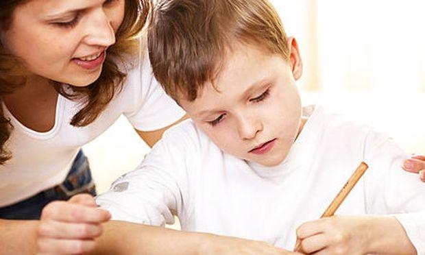 Τι να κάνω όταν το παιδί μου ανησυχεί για τις επιδόσεις του στα διαγωνίσματα;