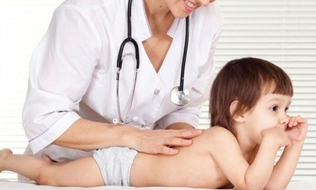 «Πώς μπορώ να καταλάβω αν το παιδί μου έχει σκολίωση;»
