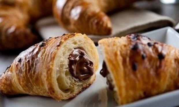 Συνταγή για πανεύκολα κρουασανάκια σοκολάτας!