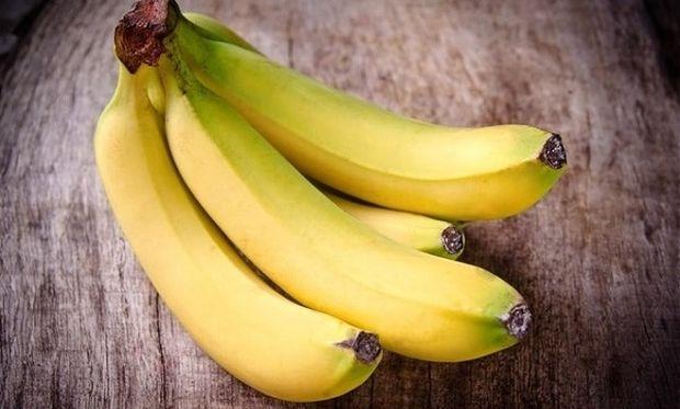 Αυτό είναι το κόλπο για να μη μαυρίσουν οι μπανάνες!