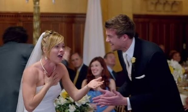Εσείς τι θα κάνατε αν οι maroon 5 έκαναν έφοδο στο γάμο σας; Δείτε τις αντιδράσεις νεόνυμφων!(βίντεο)