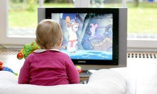 Παιδιά και τηλεόραση: Πόσο επικίνδυνη είναι για την υγεία τους και τι μπορούμε να κάνουμε;