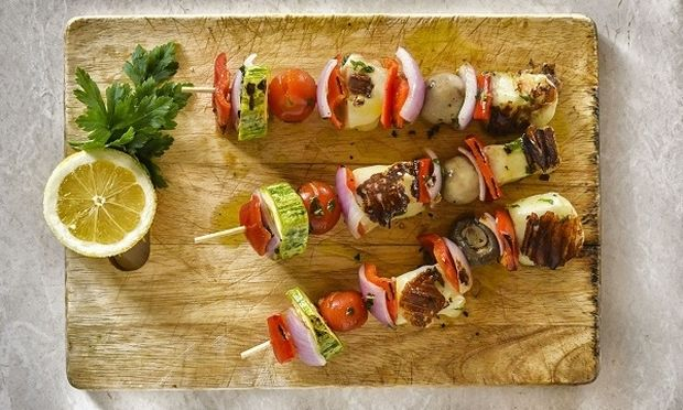 Σουβλάκια λαχανικών με χαλούμι και δυόσμο, από το Γιώργο Γεράρδο!