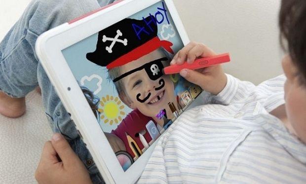 Γονείς προσοχή: Να γιατί δεν πρέπει ένα παιδί να περνάει ώρες πάνω από ένα tablet