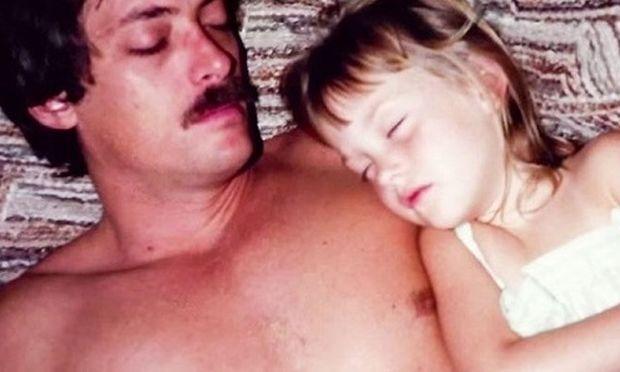 Είχε μόνο δύο τοις εκατό πιθανότητες για να ζήσει. Με μια ηρωική πράξη ο μπαμπάς της την έσωσε!(βίντεο)