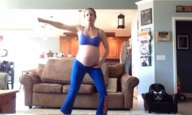 Αυτή η μαμά χορεύει το «Thriller» προσπαθώντας να προκαλέσει τον τοκετό της!(βίντεο)