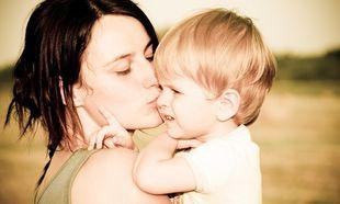 Μεγαλώνω μόνη μου το παιδί μου: Είμαι single μαμά!