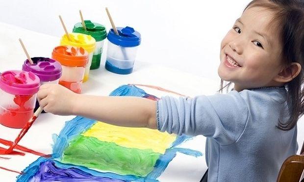 «Τα παιδιά ζωγραφίζουν στους τοίχους...»: Ένα κόλπο για να ικανοποιήσετε τις καλλιτεχνικές ανησυχίες του παιδιού σας χωρίς να γίνει το σπίτι χάλια!