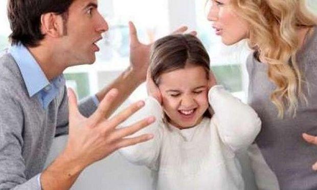 Να τι πρέπει να γνωρίζουν οι γονείς που μαλώνουν μπροστά στο παιδί τους