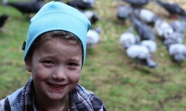 Δείτε τι δώρα φέρνουν τα κοράκια σε αυτό το μικρό κορίτσι που τα ταΐζει!(εικόνες)