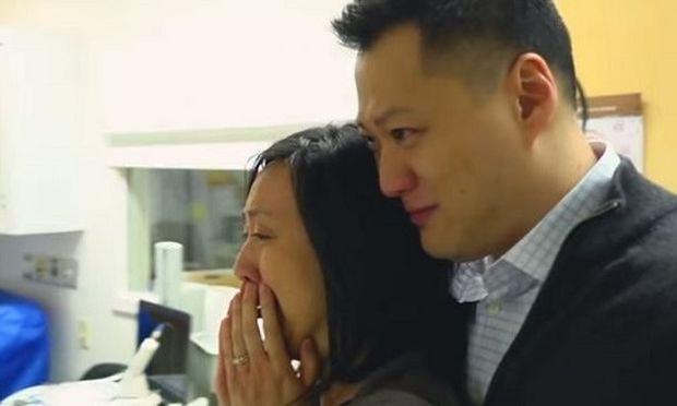 Πήγαν να παραλάβουν το μωρό τους από το μαιευτήριο, δείτε τι τους έκανε να κλάψουν!(βίντεο)