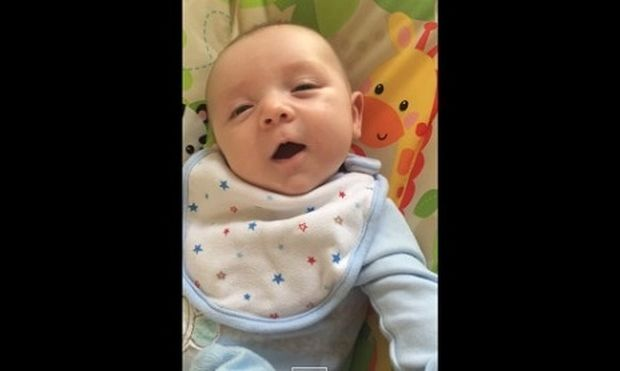 Μοναδική στιγμή: 7 εβδομάδων μωρό λέει τη λέξη «Hello»! (βίντεο)