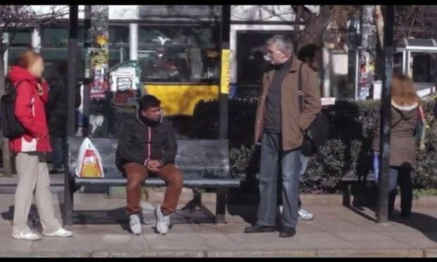 Παγκόσμια Ημέρα κατά του ρατσισμού: Ένα συγκλονιστικό βίντεο από το κέντρο της Αθήνας που πρέπει να δείτε