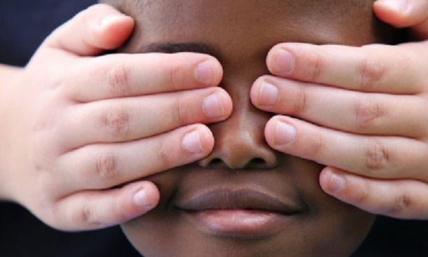 Ένα πεντάχρονο αγοράκι εξομολογείται: «Εγώ δε θα γίνω ποτέ ρατσιστής! Θα τους αγαπάω όλους!»