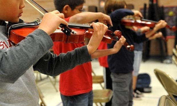 Γνωρίζατε ότι η μουσική ωφελεί κινητικά τα παιδιά;