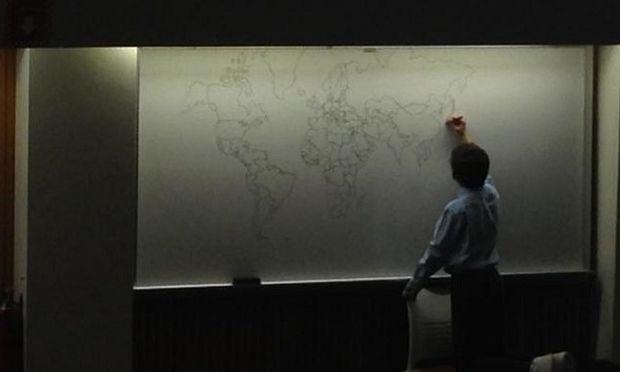 Αυτό το 11χρονο αυτιστικό αγόρι, ζωγραφίζει από μνήμης τον Παγκόσμιο χάρτη! (εικόνα)