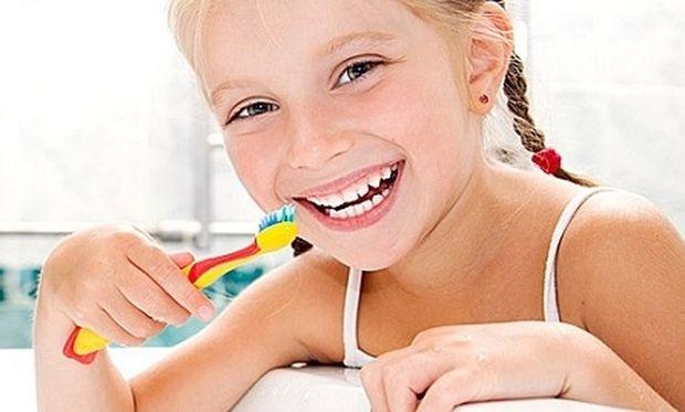 Θα εκπλαγείτε. Αυτή είναι η τροφή που χαλάει τα δόντια των μικρών παιδιών