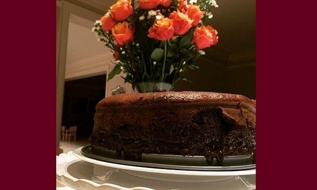 Αυτό το σοκολατένιο κέικ δεν θα πιστεύετε ποια πασίγνωστη μαμά το έφτιαξε! (εικόνα)
