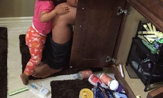 Η φωτογραφία μιας μαμάς που έκανε το γύρο του διαδικτύου και μάζεψε 110.000 likes μέσα σε 5 ώρες! (εικόνα)