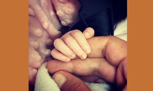 Πασίγνωστη μαμά μας δείχνει την πιο τρυφερή φωτογραφία με το νεογέννητο μωρό της! (εικόνα)