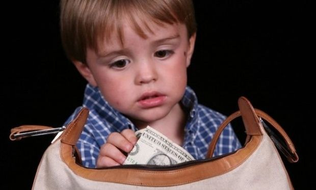 Το παιδί μου κλέβει. Τι να κάνω; Συμβουλεύει η ψυχολόγος Αλεξάνδρα Καππάτου