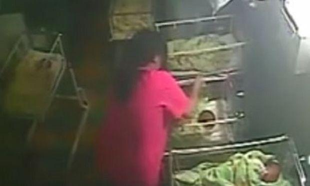 Σοκ! Μαία χτυπά νεογέννητο για να σταματήσει το κλάμα (βίντεο)