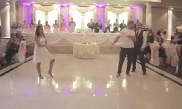 Δείτε για ποιο λόγο αυτός ο μπαμπάς διέκοψε τον πρώτο χορό της κόρης του! (βίντεο)