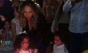 Μαράια Κάρει: Τραγουδάει για τα γενέθλια των δίδυμων παιδιών της! (βίντεο)